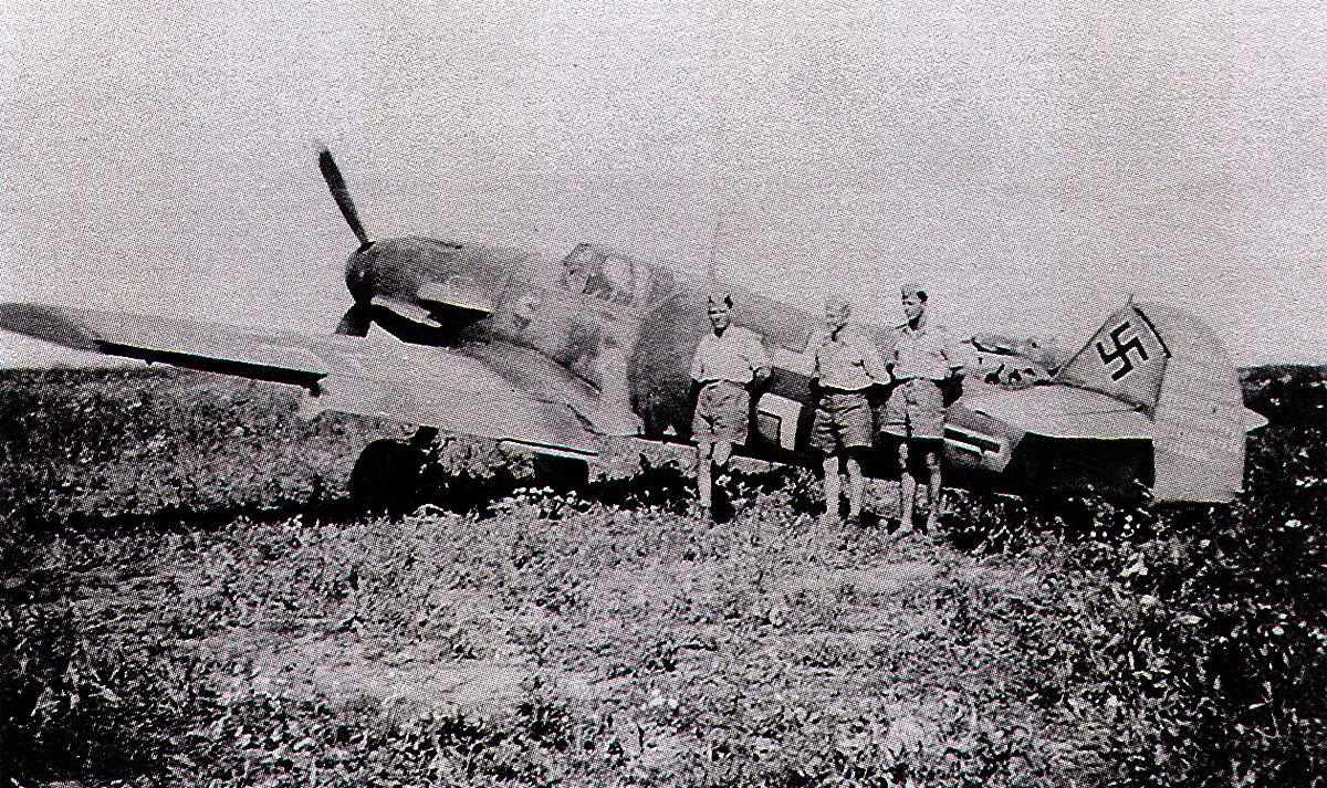 1-Bf 109F-4 de Anton Hackl. 5.JG77 Crimée - Russie - Août 1942