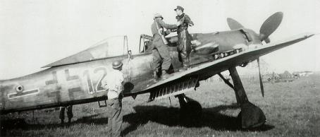 1-Fw-190D9-5.JG6-(Black-12+-)-WNr-500570-surrendering-Germany-1945-01