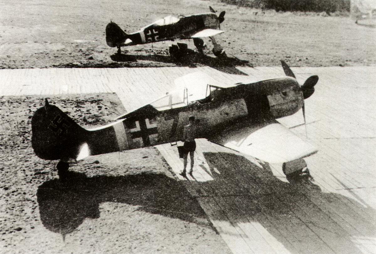 14-Fw 190A-6 de Hans Georg Güthenke. 3.JG11. Husum 1943.