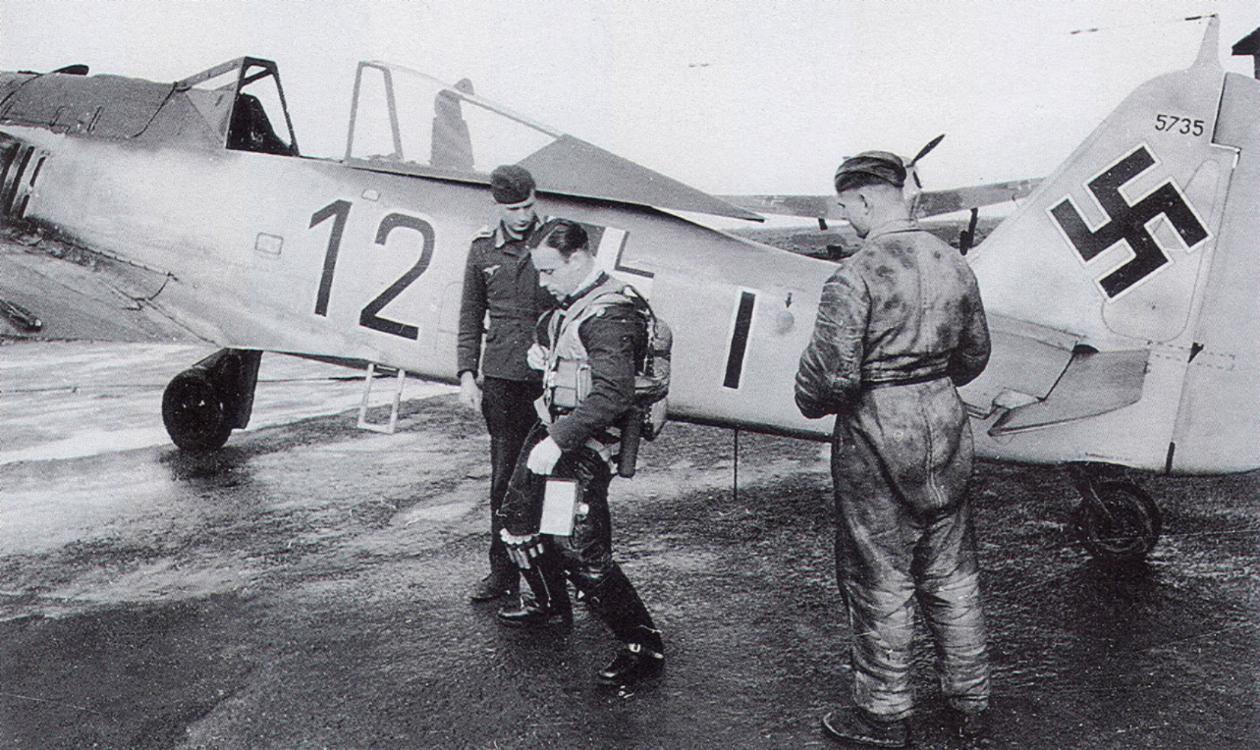 8-Fw-190A-8.JG2-(B12+I)-Bruno-Stolle-WNr5735-France-1943-02